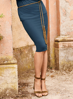 Our double-layer pencil skirt in stretchy pima (93%) and Lycra (7%) jersey.