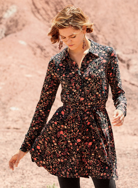 Pretty Asian florals in rose and peach are  dusted across our swingy black button-down tunic. Sewn of pima (49%), modal (47%) and spandex (4%) jersey, the fit-and-flare silhouette has pockets and a removable self-belt–appealing worn with or without.