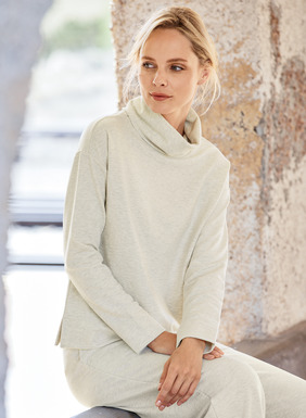 The cowlneck top in soft French terry, with drop shoulders and side slits. Pairs perfectly with its matching trouser for a luxe loungewear look. In pima (48%), modal (47%) and spandex (5%).