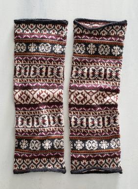 Add extra coziness with our handknit Fair Isle-striped legwarmers in alpaca (87%), baby alpaca (6%), metallic thread (5%) and wool (2%).