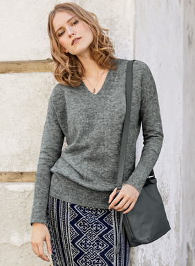 The lanky v-neck pullover in feather-light baby alpaca (60%), nylon (35%) and wool (5%). Detailed with a flattering, full-fashioned v-neck, drop shoulders and an extra-long rib at the hem and cuffs that creates a soft blouson silhouette