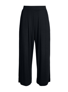 The cropped wide-leg jersey pants create a chic work or travel ensemble. Sewn of drapy viscose (92%) and elastane (8%).