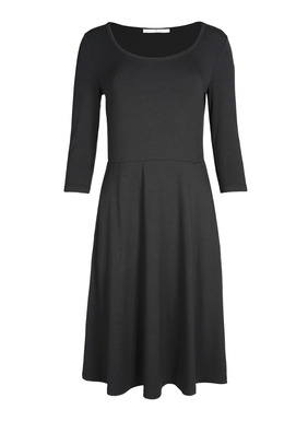 Polished, versatile and packable, this travel-ready  jersey dress is equally at home in the office. Sewn of drapy viscose (92%) and spandex (8%), with a seamed waist, ¾-sleeves, flared skirt and pockets.