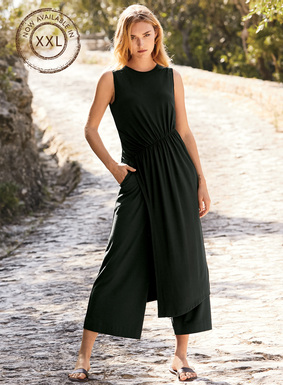 Equal parts ease and sophistication, the contemporary jersey tunic is constructed with an asymmetrical shirred waist that releases to an angled hem with single deep side slit. Effortlessly chic for work or travel when paired with the matching cropped wide-leg.