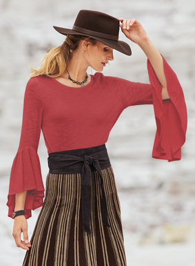 Flounced ¾-sleeves add poetic romance to our slubby pima (51%) and modal (49%) jersey flamé top.