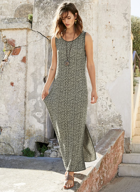 Stylized pelicans from a painted Chancay textile pattern our jacquard knit column dress in plaited grey and limestone pima yarns. Modern and minimal, with contoured tank straps and side slits.