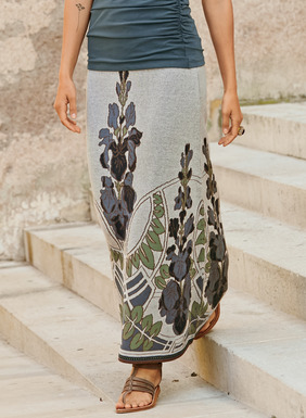 Elegant florals and linework from an Art Nouveau ceramic are translated onto our head-turning skirt. In a textural jacquard knit of navy, sage, dusty blue, taupe and oatmeal pima, it flows to an ankle-grazing A-line hem.