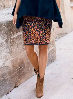 Vining florals in persimmon and gold brighten the deep navy ground of our pima jacquard short skirt.
