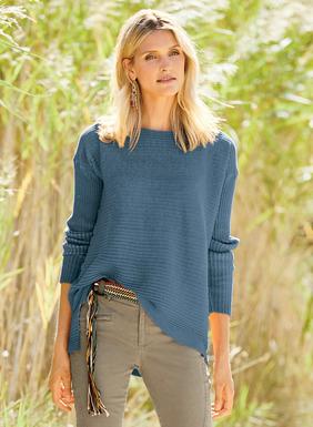 Unser kastenförmiger, gerippter Baumwollpullover ist überfärbt, um einen schönen Vintage-Effekt zu erzielen. Mit U-Boot-Ausschnitt, überschnittenen Schultern, Seitenschlitzen und einem hinten längeren Saum.