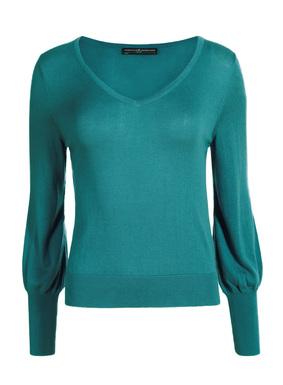 Praktisch und hübsch: Dieses Shirt ist in allen Farben schön. Aus federleichter Pimabaumwolle (51 %) und Modal (49 %) feingestrickt, mit tiefem V-Ausschnitt, Blousonärmeln und extralangen Rippenkanten an Bündchen und Saum.