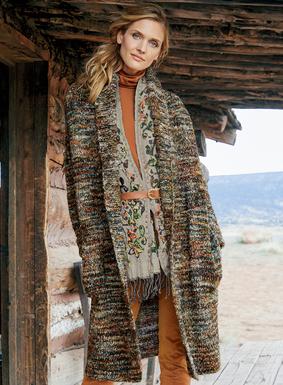 Unglaublich gemütlich: Unser Cardigan ist aus kunsthandwerklich gefärbten Bouclégarnen in herrlichen Farben und mit wunderbar fülligem und luftigem Griff gestrickt. Die übergroße Silhouette hat einen Schalkragen, überschnittene Schultern und Taschen. 53 % Alpaka, 30 % Babyalpaka, 9 % Wolle, 8 % Polyamid.