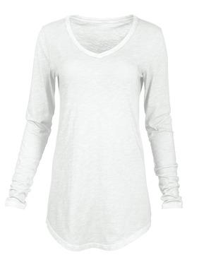 Das langärmlige Keira-Shirt ist aus unregelmäßigem Baumwolljersey und mit Vintage-Patina stückgefärbt.  V-Ausschnitt; gerundeter Saum.