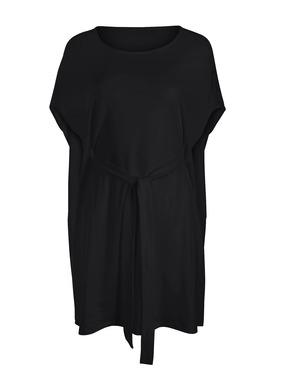 Unser Tunikakleid aus mercerisiertem Pimajersey hat überschnittene Schultern und einen passenden Gürtel, der vorne gebunden wird, wobei das Rückenteil locker fällt.