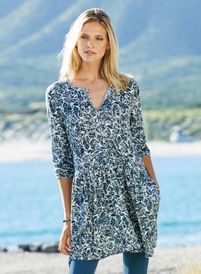 Auf unserer Jersey-Tunika aus 51 % Pimabaumwolle und 49 % Modal heben sich blaue Blüten-Arabesken von einem blassgrauen Grund ab. Oberteil mit Knöpfen; ¾-Ärmel; tiefgesetzte Taille; Taschen.