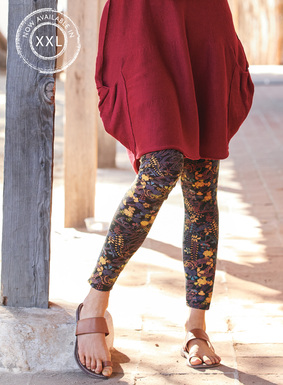 Printed with petite florals from an antique kimono, the soft jersey leggings have a contoured yoke and back seams. In a substantial blend of pima (44%), modal (44%) and Lycra (12%).