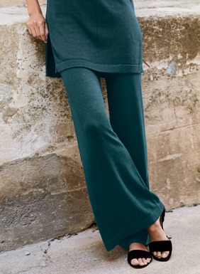 Our flowy, wide-leg trousers with easy wide elastic waistband.