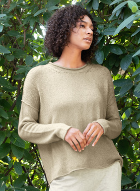 For laid-back weekends, the relaxed pullover is knit in a tweeded pima ribbon yarn. Fully-fashioned with a rolled neck, drop shoulders, dimensional seams and a rolled-edge hem.