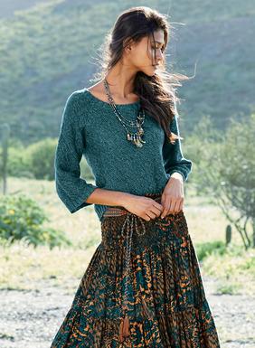 Der Pimabaumwoll-Pullover in melierten Ozeanblautönen ist in einem griffigen Doppelmaschenmuster gestrickt. Kurz und  kastenförmig, mit ¾-Raglanärmeln, weiten Bündchen und breit gerippter Kante.