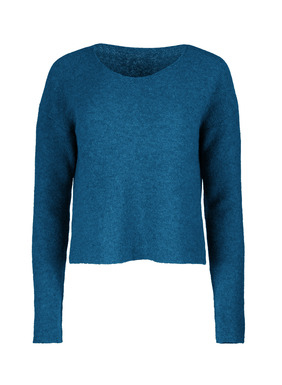 Blissfully frothy, our links knit pullover, is woolen-spun royal alpaca—the ultimate grade of alpaca. Easy and relaxed, with open neckline and drop shoulders.