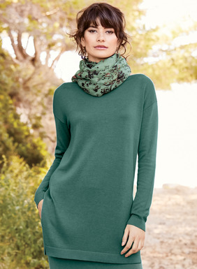 A portrait of minimalist luxe, the tunic is full-fashion knit of cloud soft pima (60%) and modal (40%). Beautifully finished with a bateau neck, drop shoulders and deep side slits.