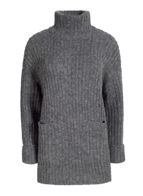 Après skiwear has never been more appealing. Knit in relaxed ribs of lofty pima (65%), alpaca (28%) and nylon (7%), our extra-roomy pullover is styled with a relaxed t-neck, front patch pockets and deep side slits. Wide sleeves with turnback cuffs.