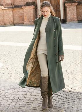 Der herrliche Mantel aus üppigem Babyalpaka (72 %), Wolle (26 %) und Nylon (2 %) passt schick sowohl zu Jeans als auch zu Cocktailkleidern. A-Linien-Silhouette im Militärstil mit Stehkragen, Crossover-Ausschnitt, plissierten Schultern und glatter asymmetrischer Blende mit verdeckter Knopfleiste. Langer Gehschlitz; Taschen; mit unserem Original-Magnoliendruckstoff gefüttert.