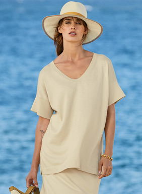 Fine gauge, full-fashion knit of blissfully soft pima (85%) and silk (15%), the relaxed v-neck top has drop shoulders and side vents. A polished ensemble when paired with its matching skirt.