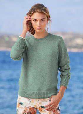 A classic crewneck in ultra-soft, woolen-spun royal alpaca, the top grade of alpaca. This chic yet relaxed style is full-fashion knit and finished with a ribbed trim.