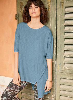 It's the small details–drop shoulders, wraparound seams and a stepped, asymmetrical hem–that give our tunic its contemporary appeal. Sewn of slubby cotton jersey flamé that's vintage-washed for a soft patina; elbow-sleeves.
