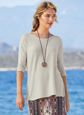 A versatile basic, the drapy top is fine gauge knit pima with a boat-neck, ¾-dolman sleeves, delicate rolled-edge trim and side vents.