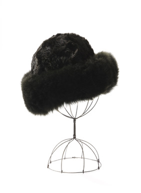 A wintry favorite, our alpaca fur toque is a stylish way to keep the chills away. Fully lined.
