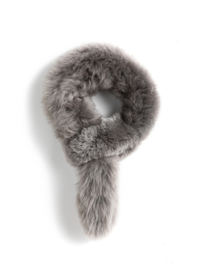 The alpaca fur, pull-through scarf adds glamour. Looped at one end to create an easy and opulent neck-wrap.