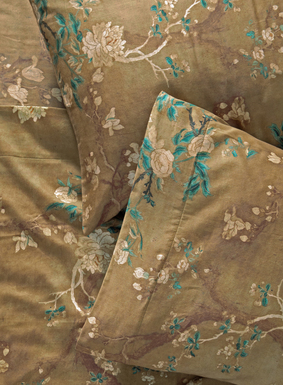We've reinterpreted one of our signature prints as a luxurious collection for the bed. Flowering magnolia blossoms from a Chinese embroidery wash across a luminous gold ground of silky cotton sateen, 200-thread-count cotton sateen. Sheet set includes a flat sheet, fitted sheet and two pillowcases (standard cases for Queen set; king cases for King and California King sets).