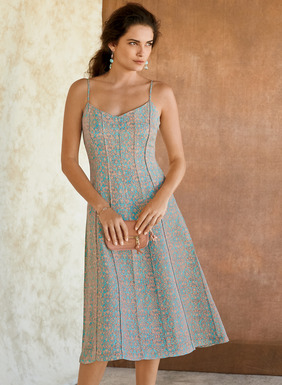 Our 50s-inspired dress is tailored in a crisp weave of linen (74%) and silk (26%). Sculptural gores trace the fitted torso and flare to the hemline. Sweetheart neckline; adjustable spaghetti straps; fully lined.