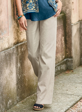 The wide-leg trousers are tailored of  linen (51%),cotton (47%) and elastane (2%) that's been enzyme-washed for a soft, broken-in feel. Front zipper; front and back welt pockets.