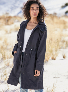Our fabulous raincoat is a lightweight, waterproof layer that combines serious style with function. Outfitted with a detachable hood, convertible collar, angled patch pockets, concealed 2-way zipper, drawstring waist and slit tab detail for easy movement. It is distinctively lined in our signature, breathable mesh print.