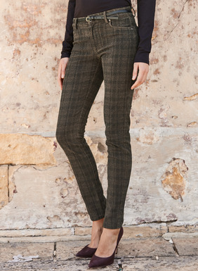 Moleskin cotton (98%) and elastane (2%) 5-pocket pants, in a brown/navy windowpane plaid.