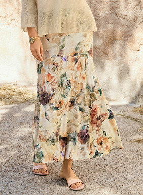 Watercolor florals dapple the cream ground of the viscose (95%) and elastane (5%) jersey maxi-skirt. Styled with a contoured yoke and sweeping A-line hem. One of our most popular and universally flattering skirt silhouettes. Peruvian Connection original print.