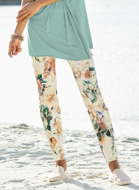 Tailored in stretchy cotton (97%) and spandex (3%), our slim sateen pants are landscaped in a watercolor garden and feature classic 5-pocket styling.