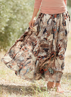 Set off on a dappled ground, abstract feathers and blooms pattern our maxi-skirt. Printed in rich, earthy tones of blush, teal and clay and sewn of drapy rayon (68%) and modal (32%). Exposed wide elastic waistband; pockets; lined.