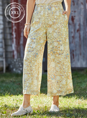 The painterly floral palazzo pants are effortlessly chic, with a smocked waist, pockets and cropped flowy, wide legs.