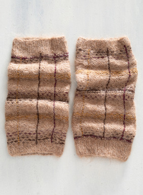 The plaid handknit legwarmers add an extra layer of warmth in alpaca (85%), wool (13%) and nylon (2%).