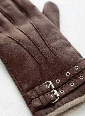 These luxurious, cashmere-lined gloves are made of supple Nappa leather and adorned with a double buckle. Made to last, you'll find yourself reaching for these decadent leather gloves day after blustery winter day.