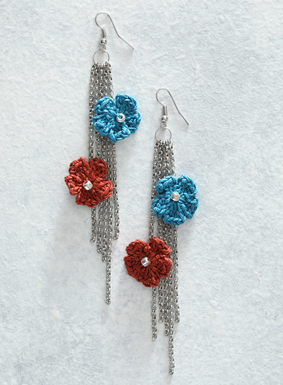 Brilliant, handcrocheted flowers in teal and orange embellish the shoulder-dusting, silver chain earrings. Made in Peru by expert crochet artisans, these springy floral adornments are a lovely way to welcome the season ahead.